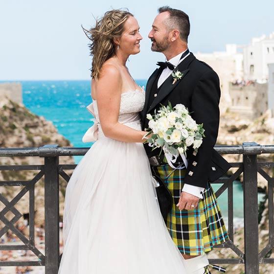 Ellisha & Tim elope in Puglia
