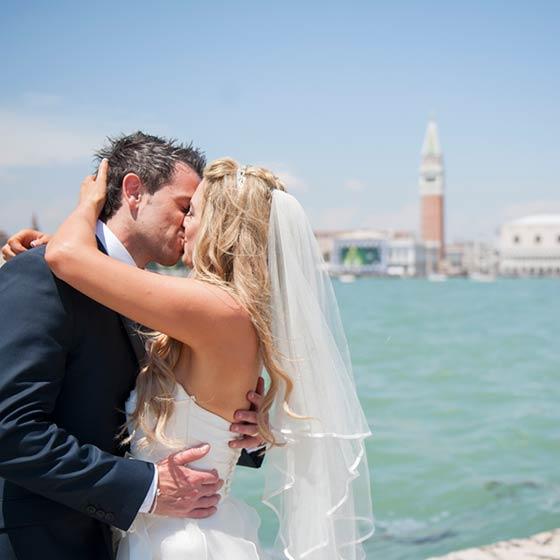 Mairead & Derek elope in Venice